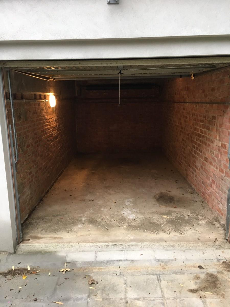 Closed garage - Uccle - #2942082-2