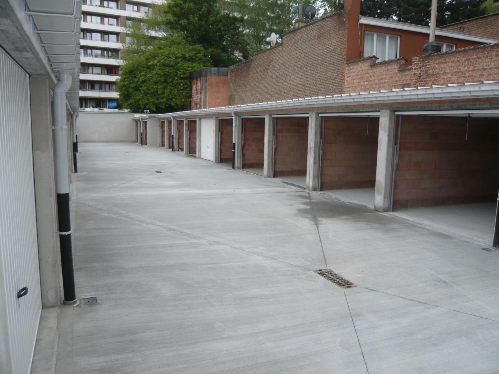 Closed garage - Schaerbeek - #2990563-2