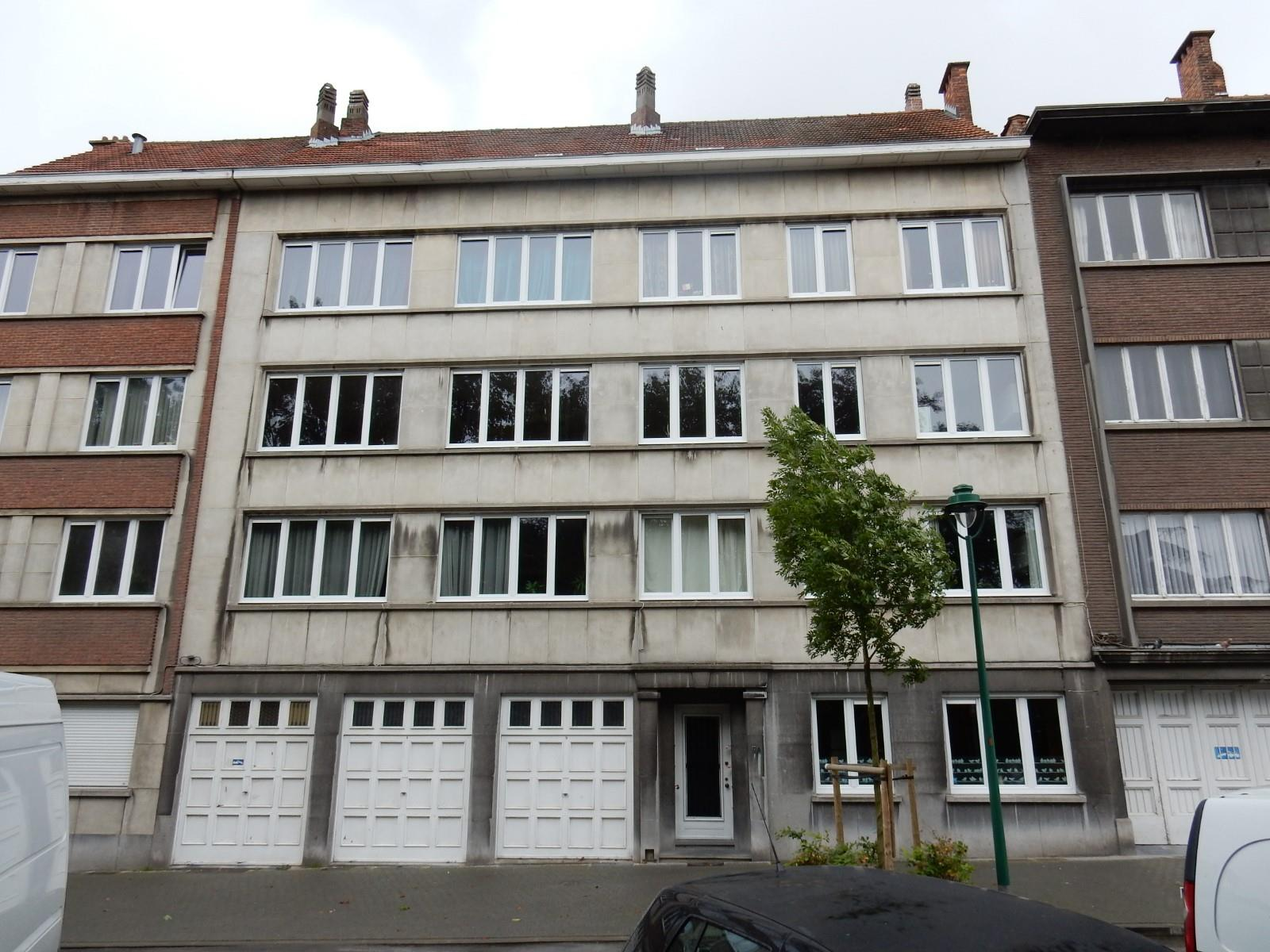 Closed garage - Molenbeek-Saint-Jean - #3336478-1