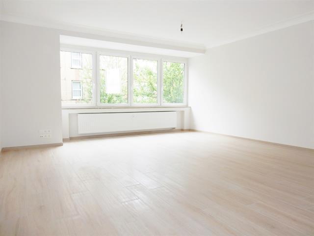 Flat - Schaerbeek - #3400611-1