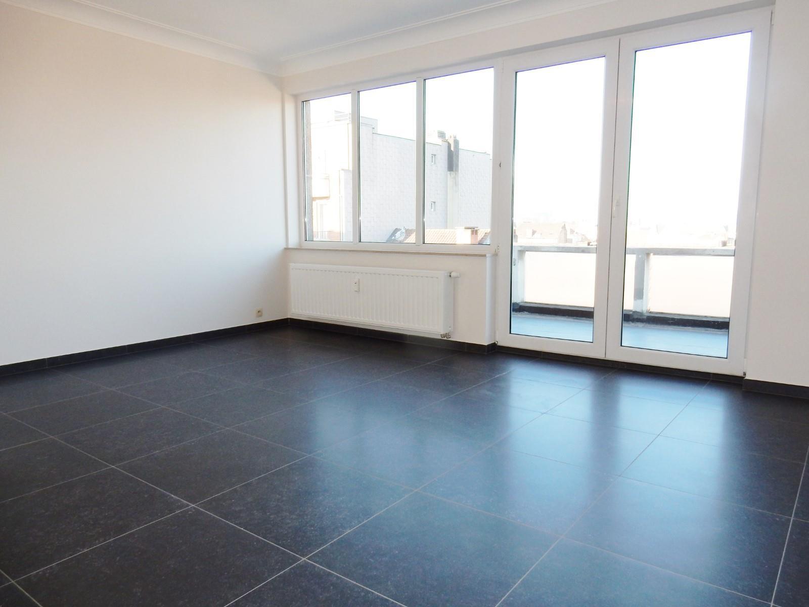 Flat - Schaerbeek - #3798122-0