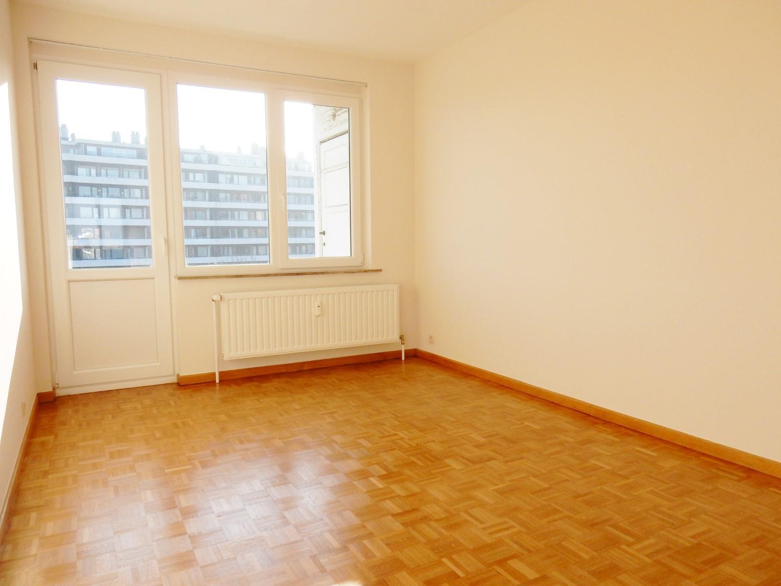 Flat - Schaerbeek - #3798122-8