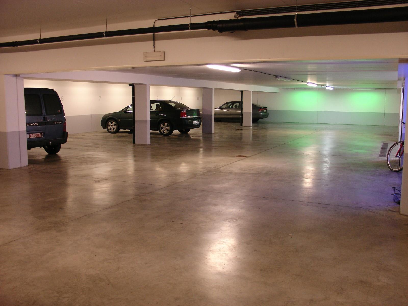 Inside parking - Woluwe-Saint-Pierre - #3974821-1