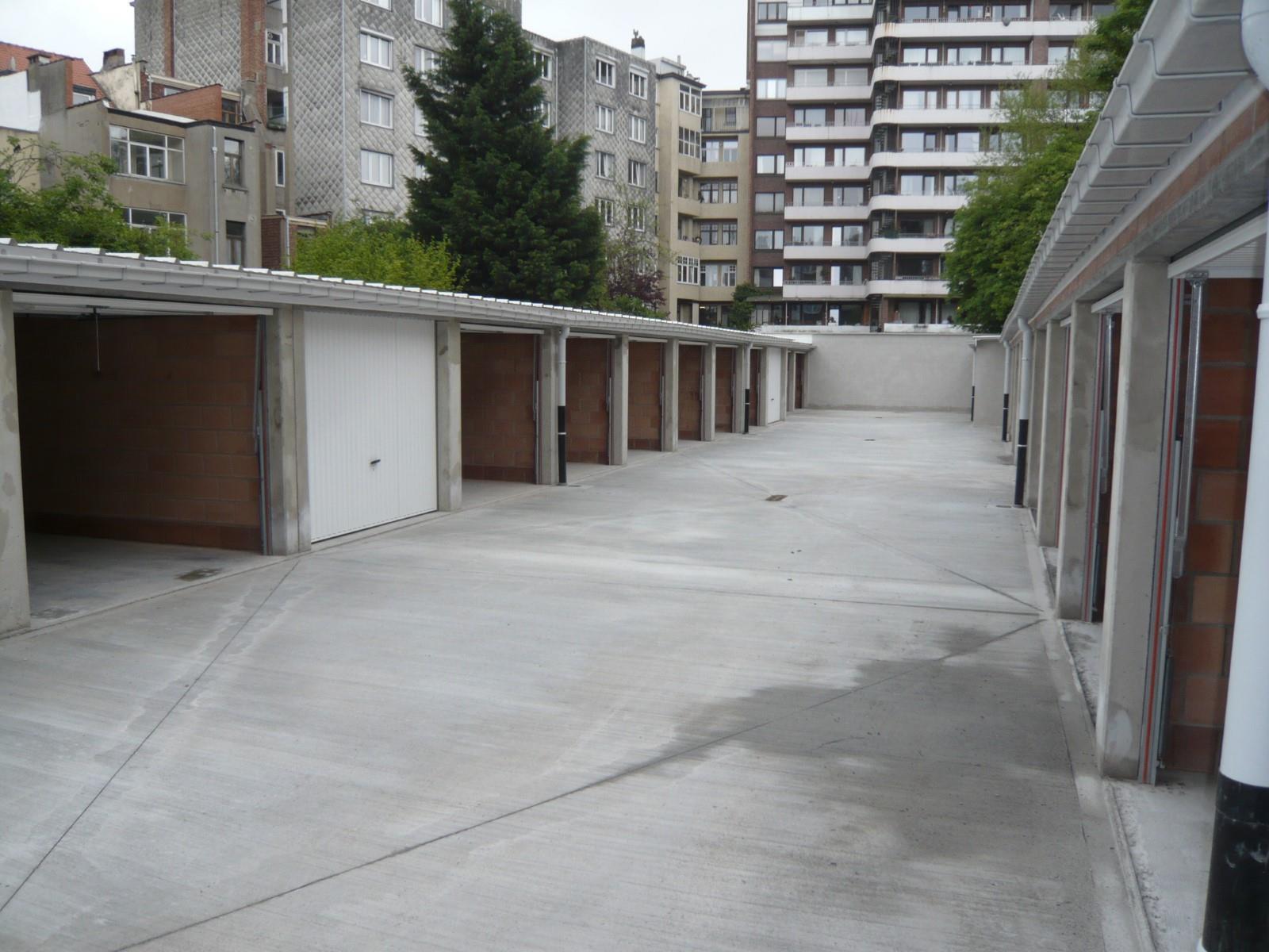 Closed garage - Schaerbeek - #3975304-1